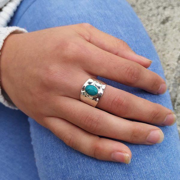 muestra anillo martillado